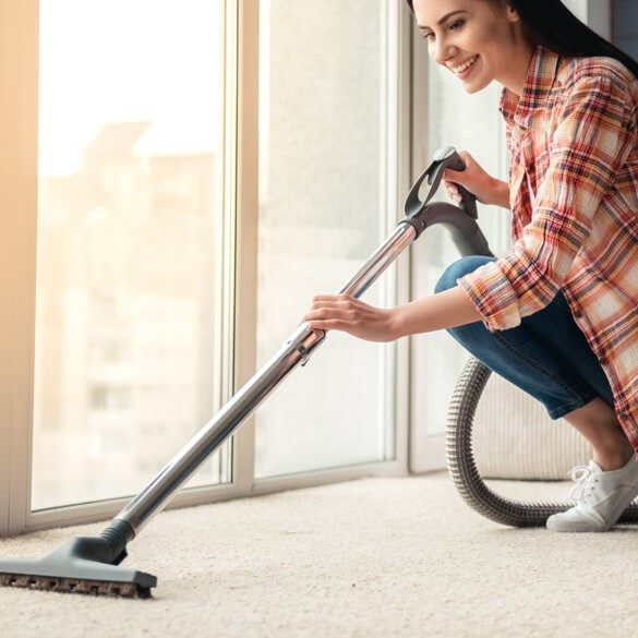 woman-clean-carpet-square